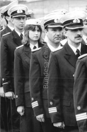 ihre-graue-uniform-der-luftstreitkrafte-haben-die-marineflieger-des-militarflugplatzes-leege-heu.jpg